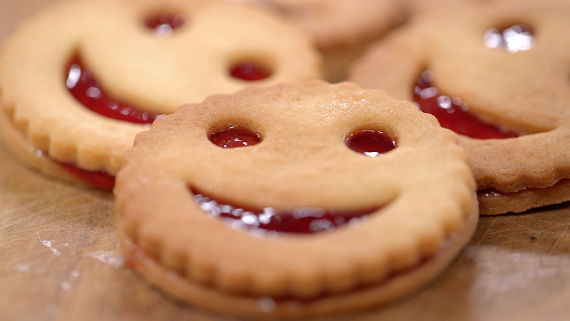 ma recette de biscuits smiley la fraise laurent mariotte. Black Bedroom Furniture Sets. Home Design Ideas